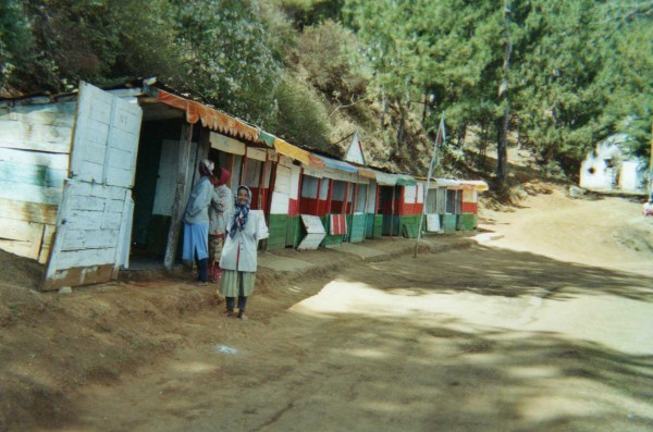 Cahutes bijouteries, lac Andraikiba, Madagascar