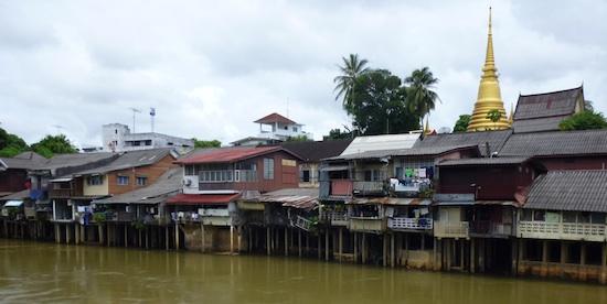 Maisons sur pilotis en Thaïlande