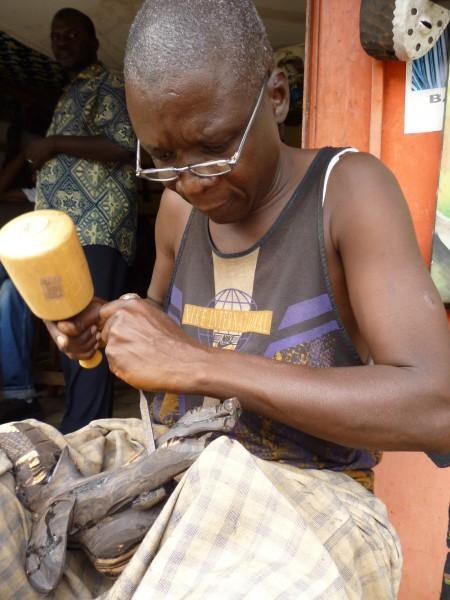 Sculpteur ivoires, os, bois, conakry