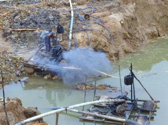 Pompes mine diamant Bornéo