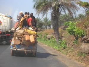 Taxi-brousse, route de Guinée